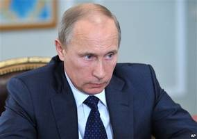 Snowden asks President Putin whether Russia spies on its citizens